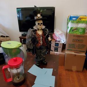 Limited Edition Gentleman Skeleton Figurine